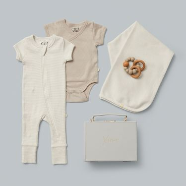 Newborn Baby Clothes and Perfect Accessories Gift | Unisex Baby Gift Hamper