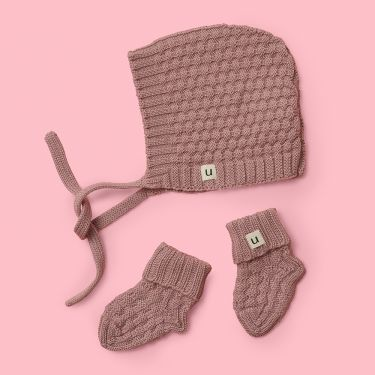 Uimi Bellamy Hat and Bootie Set in Merino Wool Size 00 in Rosewood